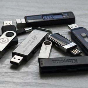 Vorschaubild Wie passen hunderte von Fotos und Videos auf einen USB-Stick?