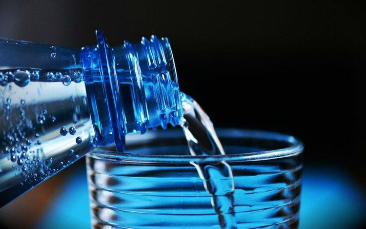 Bedeutung von Wasser für den menschlichen Körper